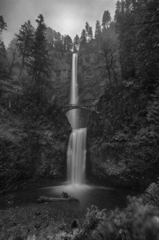 Multnomah Falls, OR - B+W by spazmataz
