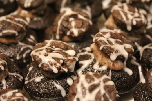 Gluten-Free Cookies and Cream Cupcakes by Elliums