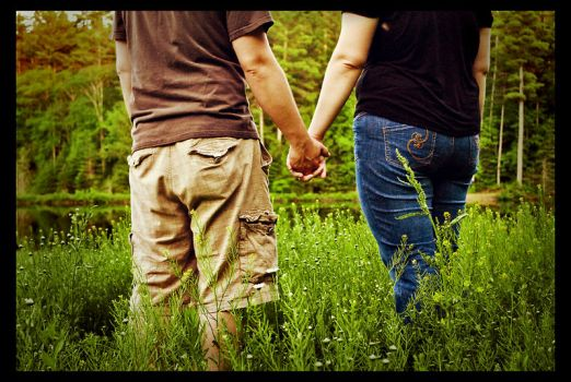 lovers hand in hand by AlmaDelCore