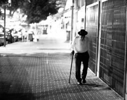 Man with cane. by cainadamsson