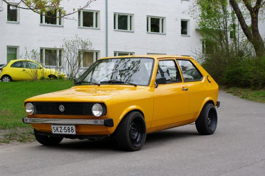 VW Polo mk1 1976 by Laiskiainen