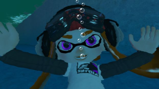 Meggy underwater - Close-up view by kuby64
