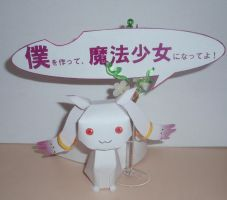 Kyubey papercraft by Vrock8