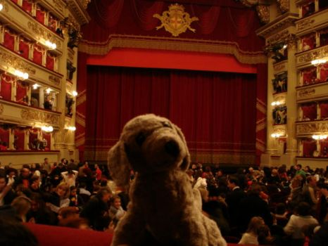 Ruffus at La Scala by annaleise