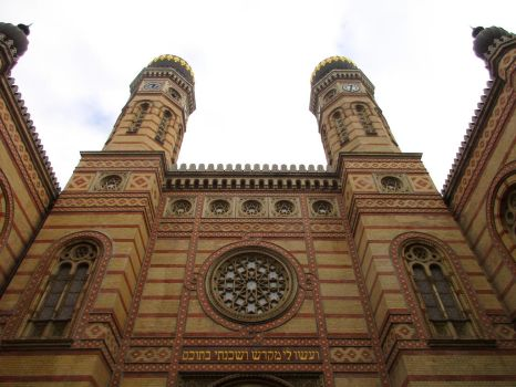 Budapest Synagogue by Syltorian
