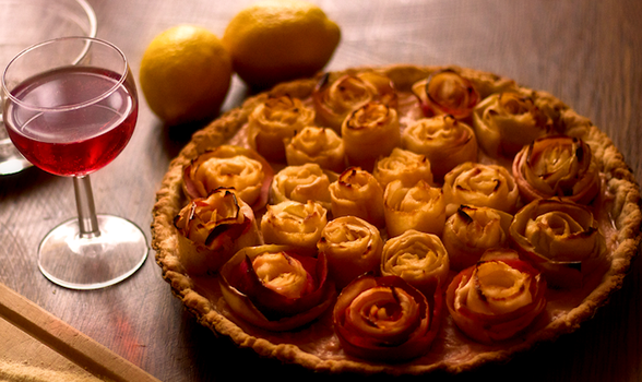 Apple pie with roses by arkusz