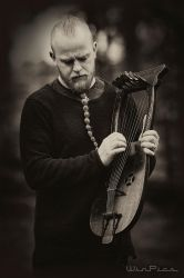 Einar and his Kravik lyre by WinPics