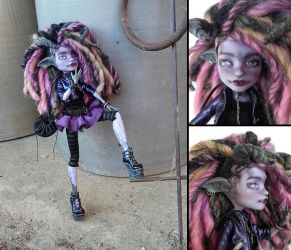 Modern Bridgetroll - Monster High Twyla custom by fuchskauz