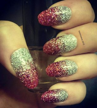 Holographic glitter nails  by soimmature