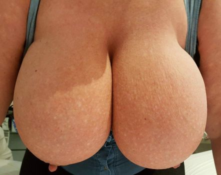 45lbs of natural boobies. by Cleavage3