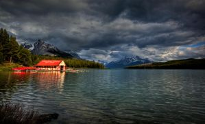 Maligne Lake, AL by gursesl