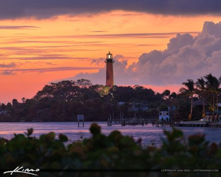 Aurora-2018-HDR-Software-Jupiter-Inlet-Lighthouse- by CaptainKimo