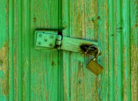door and padlock by Mittelfranke