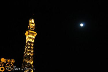 Eiffel Tower and the moon by kifaeriewench