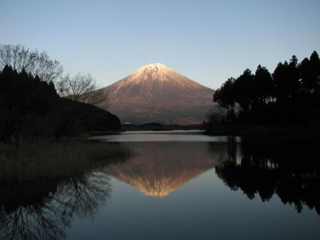 Mirror view of Mt.Fuji by Keshuvic
