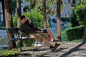 Some couple on some bench by Vizibil