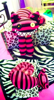 Cheshire cat pink plushie by xXkUtFlOwErXx