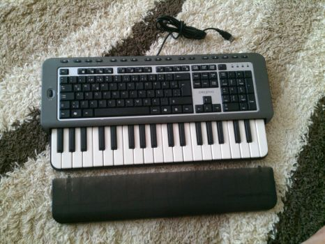 Creative Prodikeys PC-Midi keyboard by omrgms88
