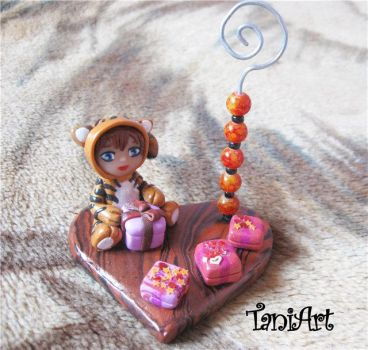 Chibi tiger photo holder fimo by TaniArt