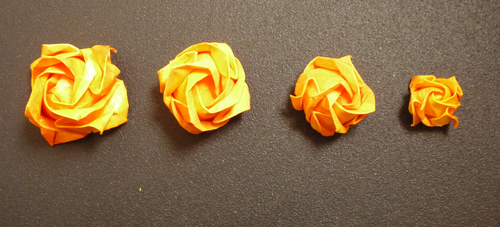 Origami Roses in different sizes by Limadunia