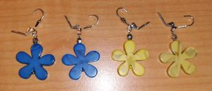 blue and yellow flower earrings by syn-O-nyms