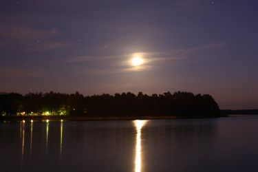 Moon over Ostrowskie Lake by hutuu