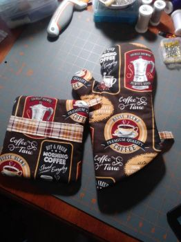 Coffee Time Oven Mitt and Hot Pad Set by MechanicalApple
