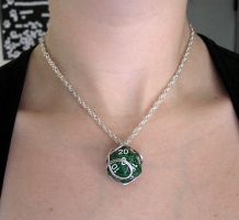 Wire Wrapped Green Speckled d20 by lavadragon