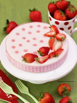 Cheesecake with Strawberries by theresahelmer