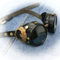 Goggles of brassy ornament by mantisred