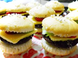Hamburger Cuppycakes by strawberrybabygirl