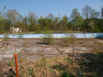 Schlotheim: Abandoned Swimming Pool by ThePraiodanish