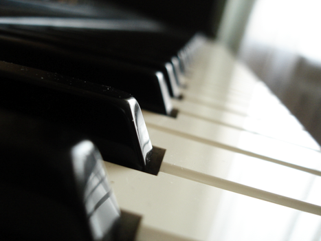 Piano by awayfromhomee