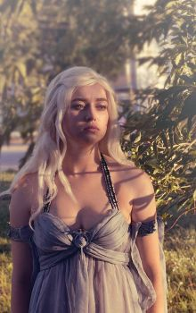 game of thrones daenerys cosplay by RiHarusame