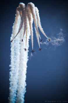 Red Arrows by Kapische