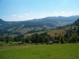 Valley - Transilvania by WhiteRoo