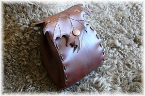 Handmade leather pouch by Eternal-designs-com
