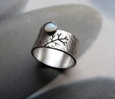 Rustic autumn tree ring with opal by Kreagora