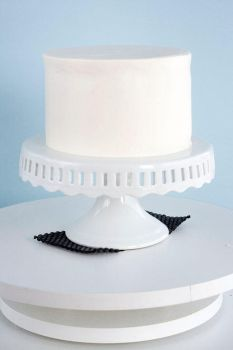 How to Frost+Assemble a Cake by bittykate