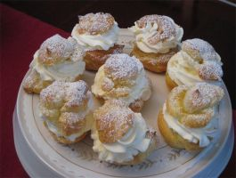 Italian Cream Puffs by Deathbypuddle