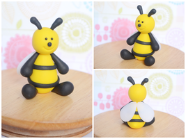 Polymer Clay Bee Cake Topper / Sculpture by TheLinnypig