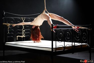 Spread and stretched by ropemarks