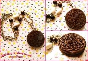 Milk's favorite cookie - Oreo necklace by Cupcakesarekawaii