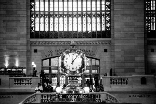The clock of Grand Central by Simounet
