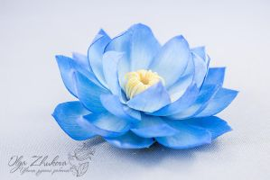 Hair clip with a flower of blue lotus by polyflowers