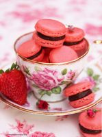 Strawberry Macarons by theresahelmer