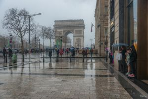 Paris the city of light - l'arc under rain by Rikitza
