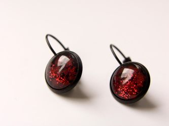 Earrings with hand painted glass, black and red by OkeMani