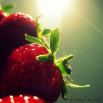strawberry rays by veraleee