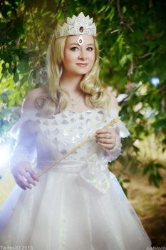 OZ The Great and Powerful cosplay: Glinda The Good by leviceversailles